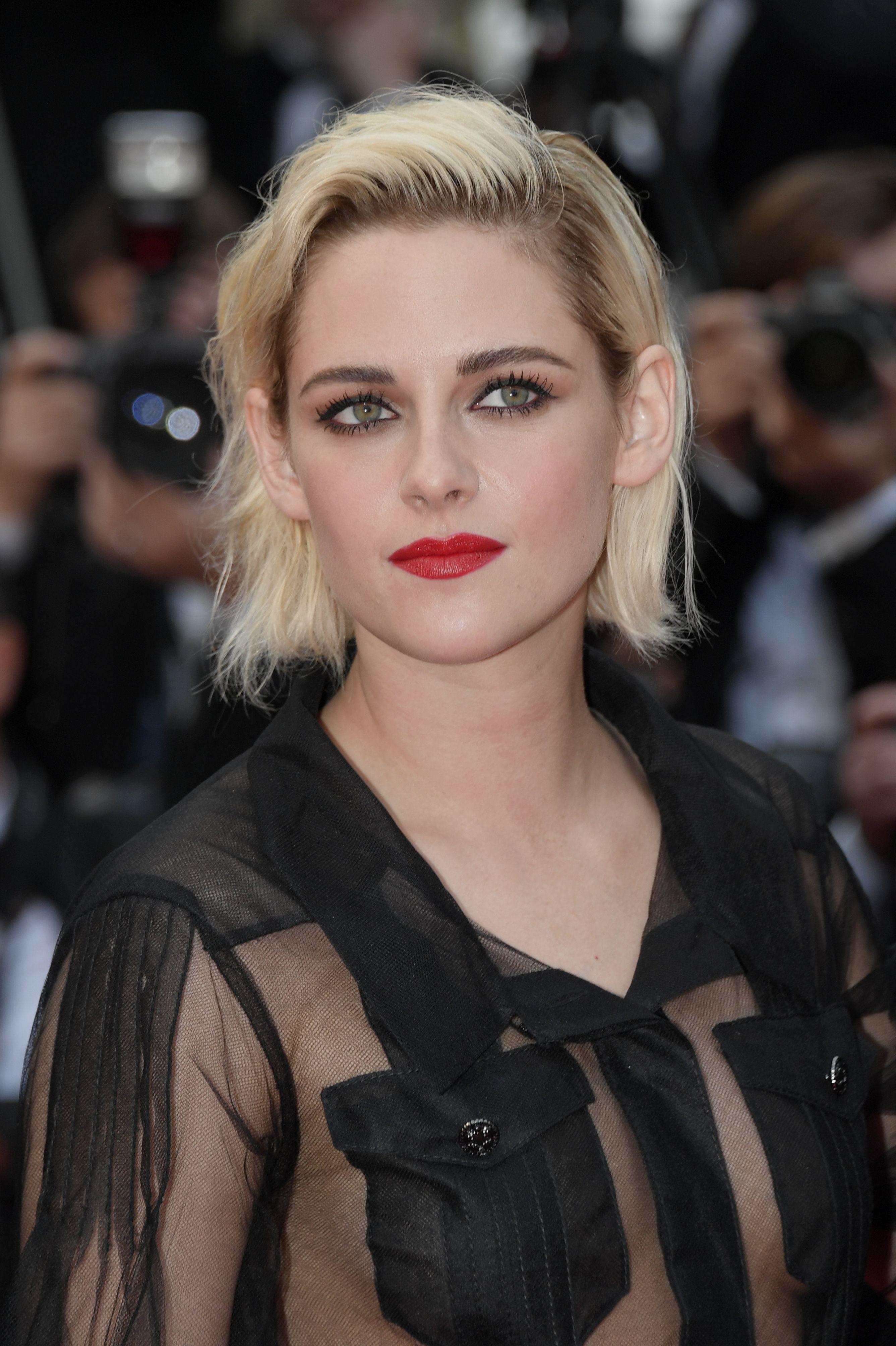 Kristen Stewart Near Deal To Star In Fox Movie Underwater Deadline