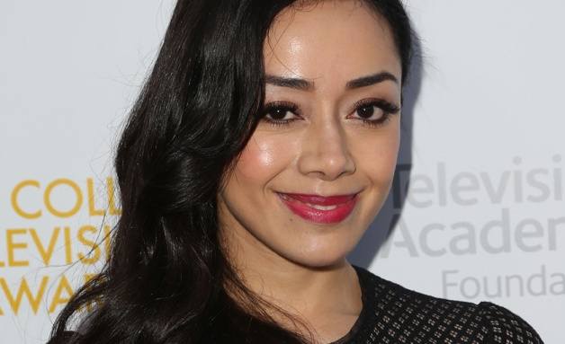 The 42-year old daughter of father (?) and mother(?) Aimee Garcia in 2021 photo. Aimee Garcia earned a  million dollar salary - leaving the net worth at  million in 2021