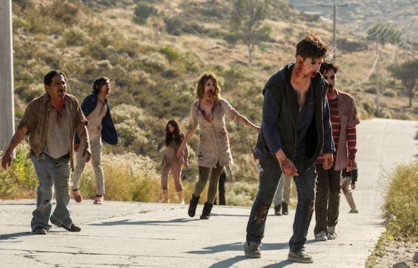 fear-the-walking-dead-s2-finale-walkers