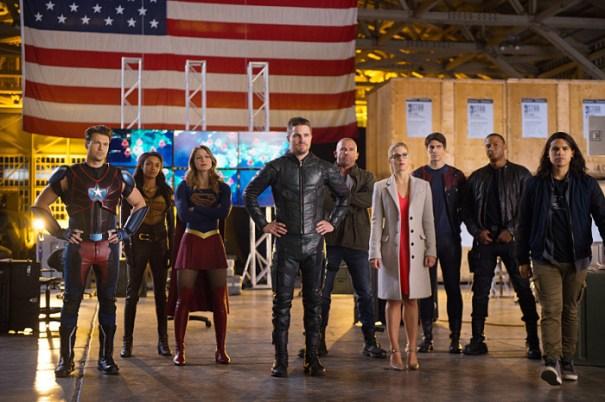 arrow supergirl flash legends crossover 2016