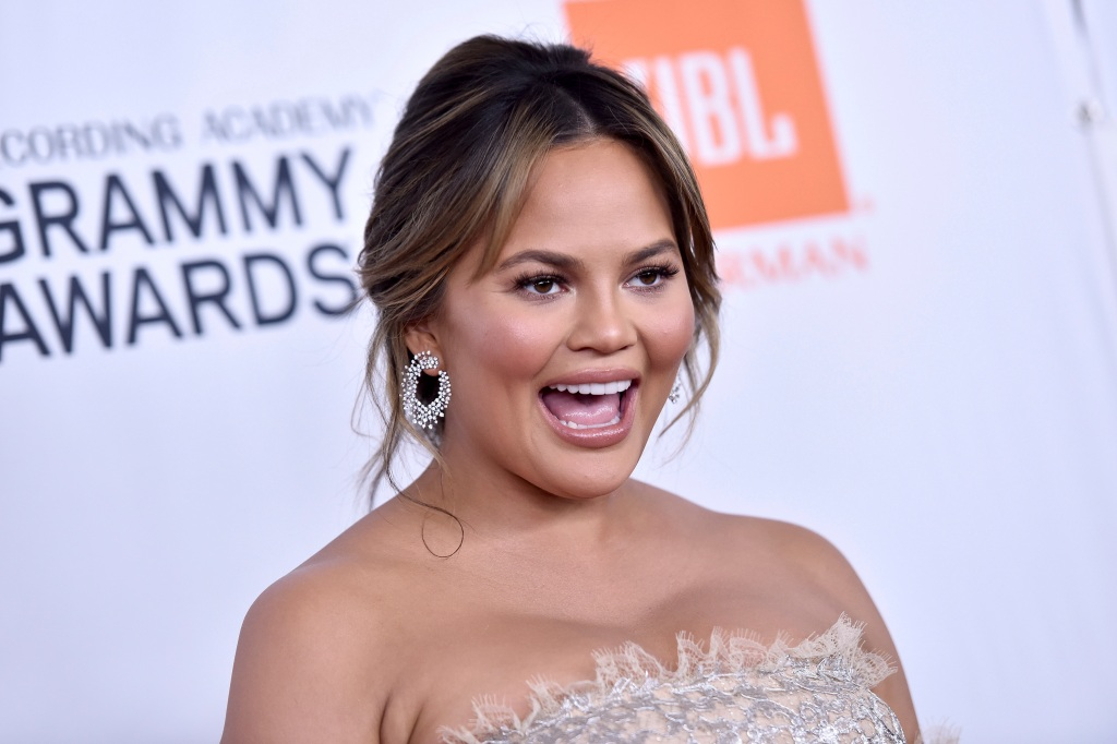 "Chrissy Teigen Rejoices After President Biden's @POTUS Twitter Account Takes Back Follow: ""I Am FREE"" – Update.jpg"