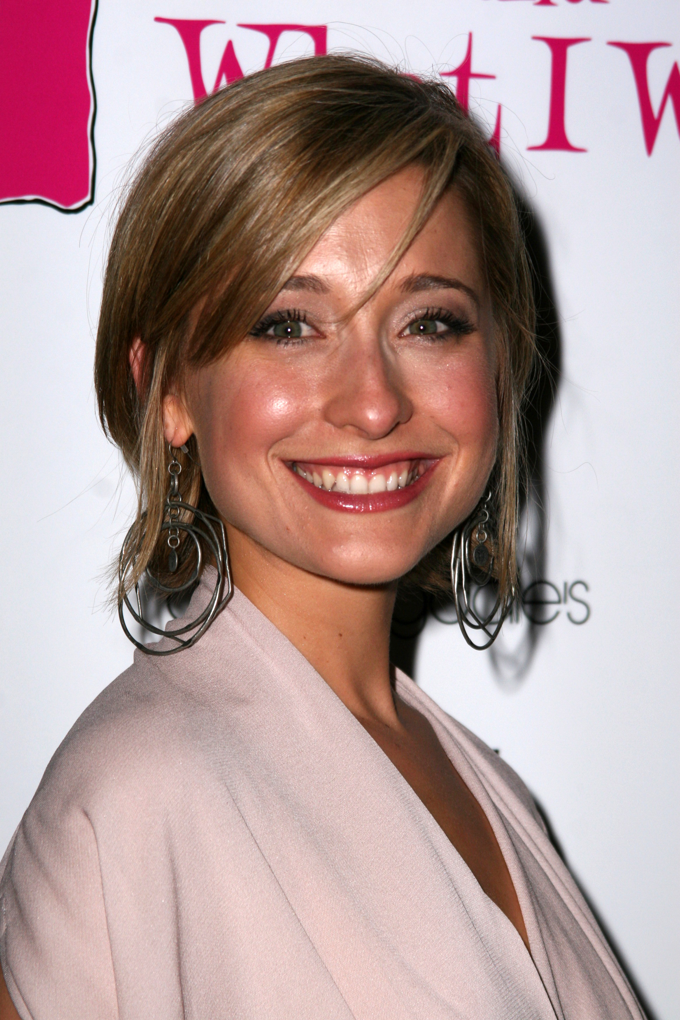 Smallville Actress Allison Mack Arrested In Sex Trafficking Scheme Deadline