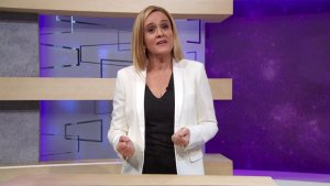 'Full Frontal' Host Samantha Bee Reveals Consolation Prize Hidden In Mysterious Emmys Box