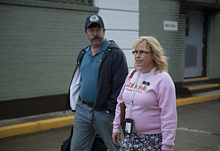 Eric Lange as Lyle Mitchell and Patricia Arquette as Tilly in Escape at Dannemora (Episode 5). -Photo: Wilson Webb/SHOWTIME-Photo ID: DANNEMORA_105_0784
