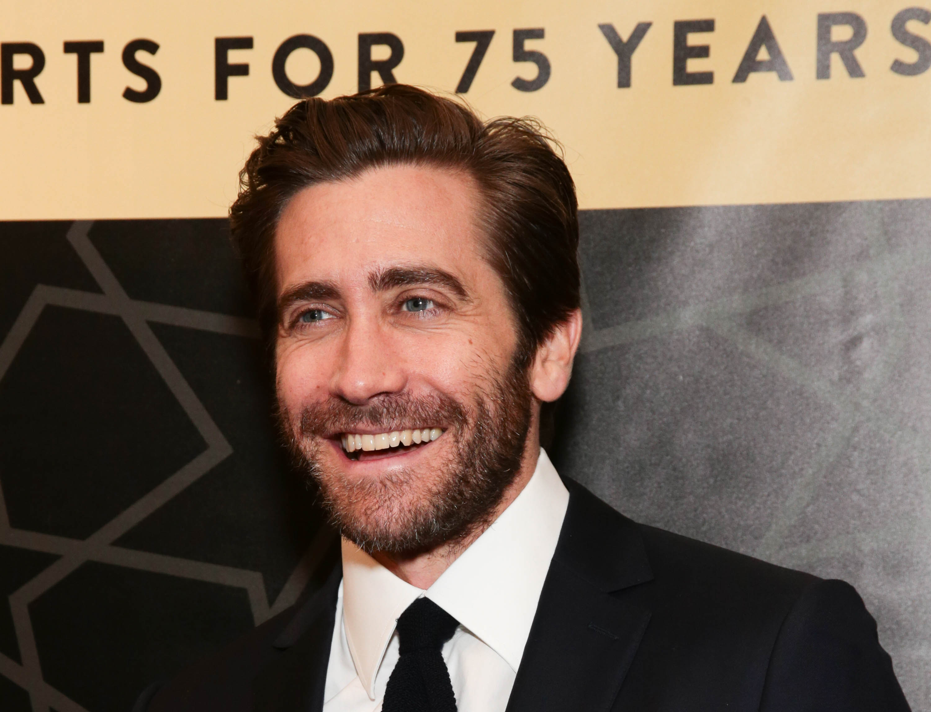 Jake Gyllenhaal To Star In Remake Of Danish Oscar Entry The Guilty Deadline