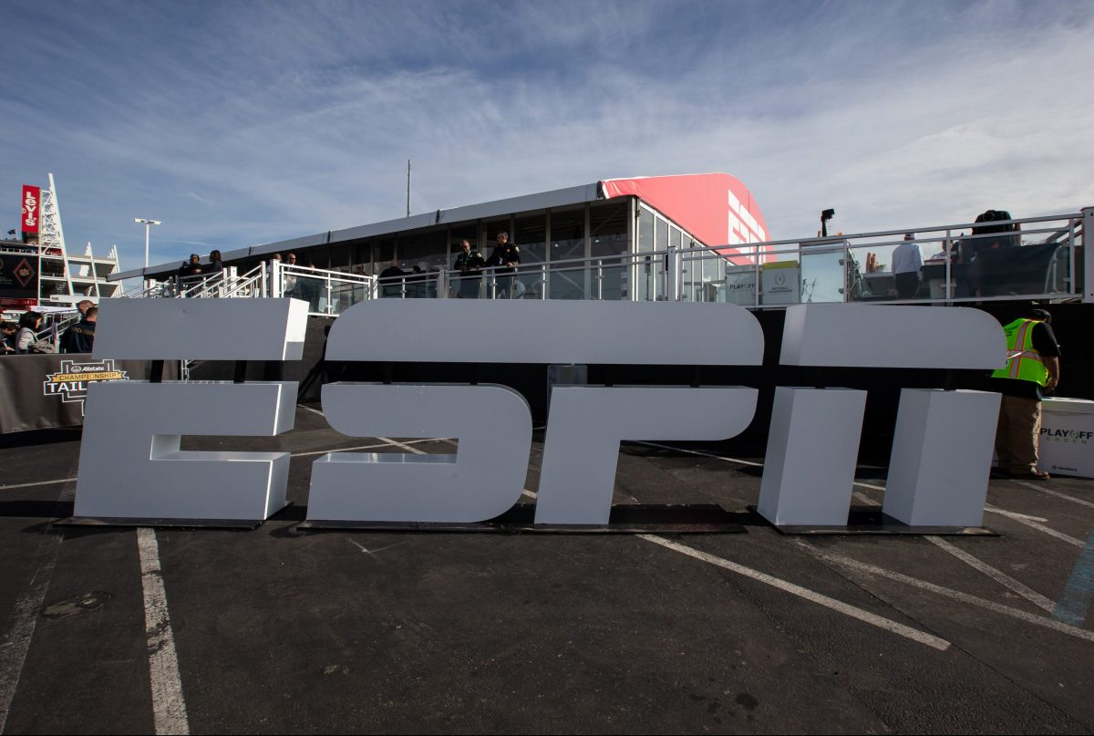 Espn Asks 100 Commentators To Join Executives In Temporary Salary Cut Deadline
