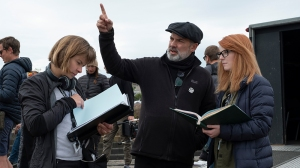1917 Sam Mendes talks to the crew. (Credit: Andrea Foster/NBCUniversal)