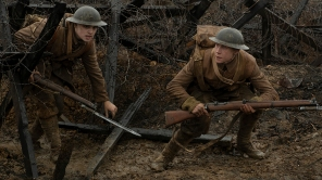 1917 - A war scene from the film. (Credit: Andrea Foster/NBCUniversal)