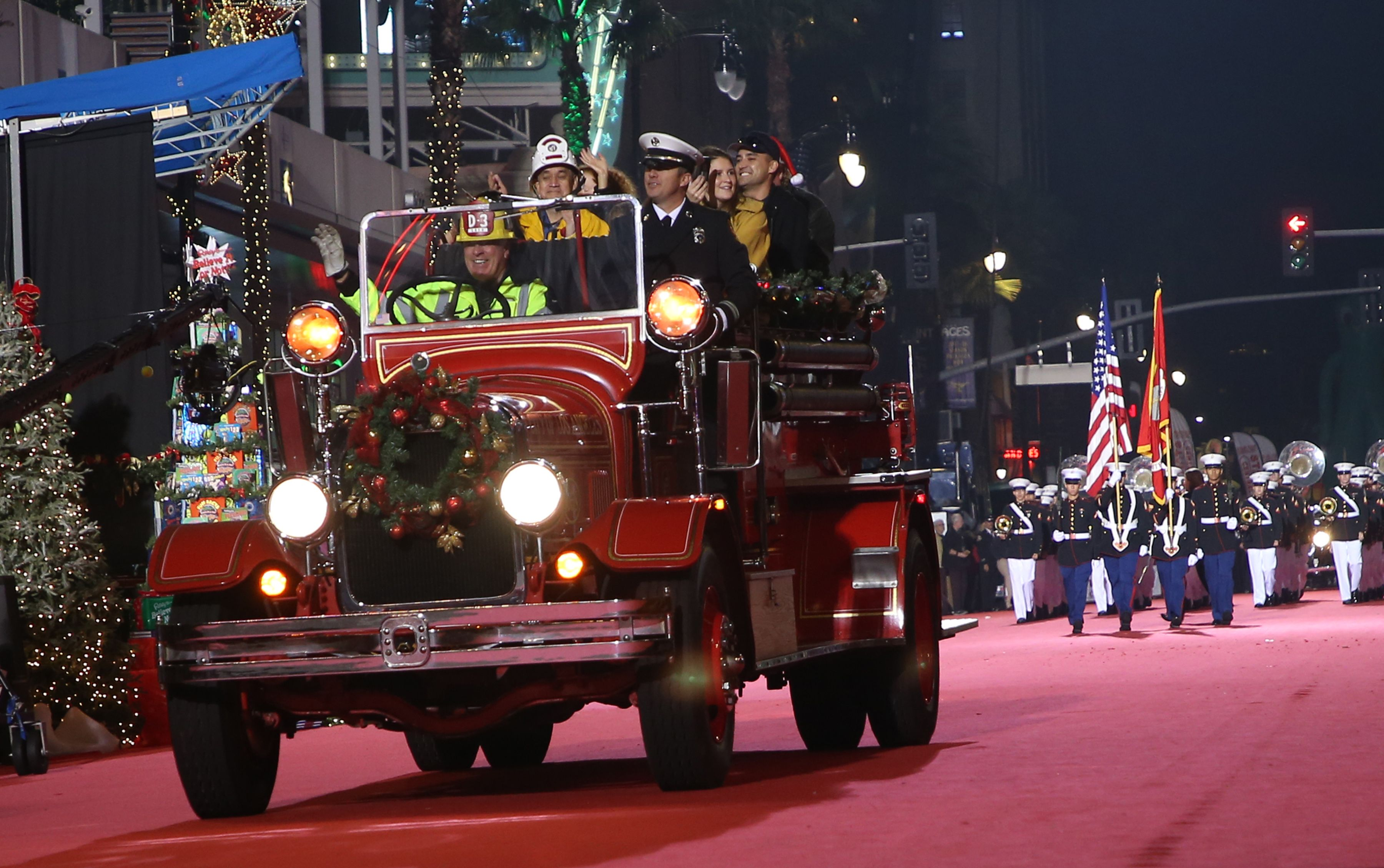 Hollywood Christmas Parade 2020 Date Hollywood Christmas Parade Talent Lineup And Street Closures Set