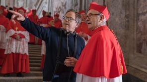 Director Fernando Meirelles and Jonathan Pryce behind the scenes of 'The Two Popes'
