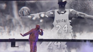 Common pays tribute to Kobe Bryant at NBA All-Star performance. (Credit: YouTube)