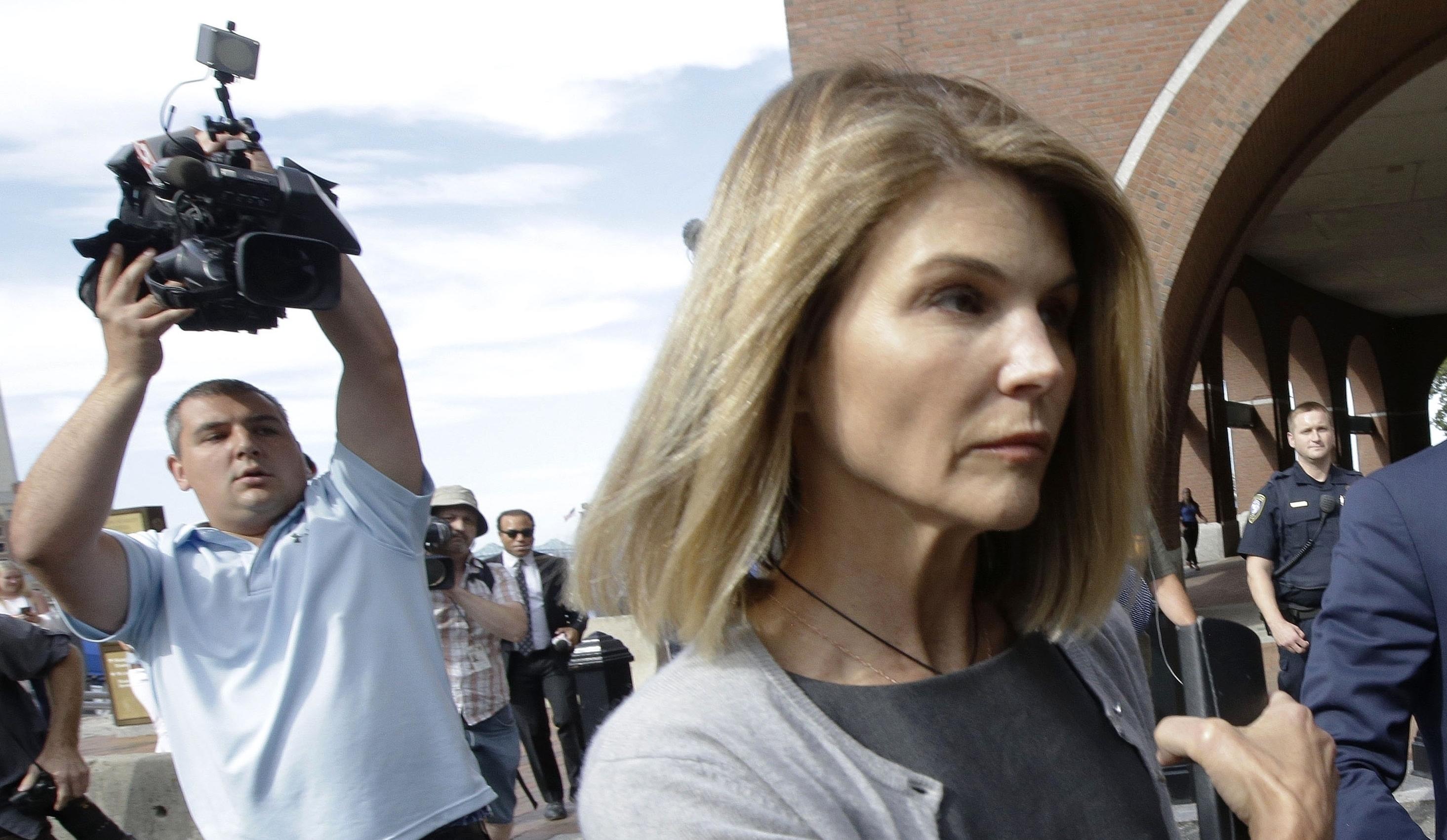 Lori Loughlin Gets Fall Trial Date In College Bribery Scheme Case Deadline