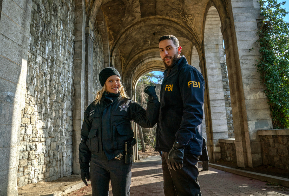 Monica Raymund On Directing Fbi S Chicago Pd Crossover Now A Season Finale Deadline