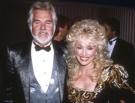 Kenny Rogers Mourned By Dolly Parton Country Music And More Deadline