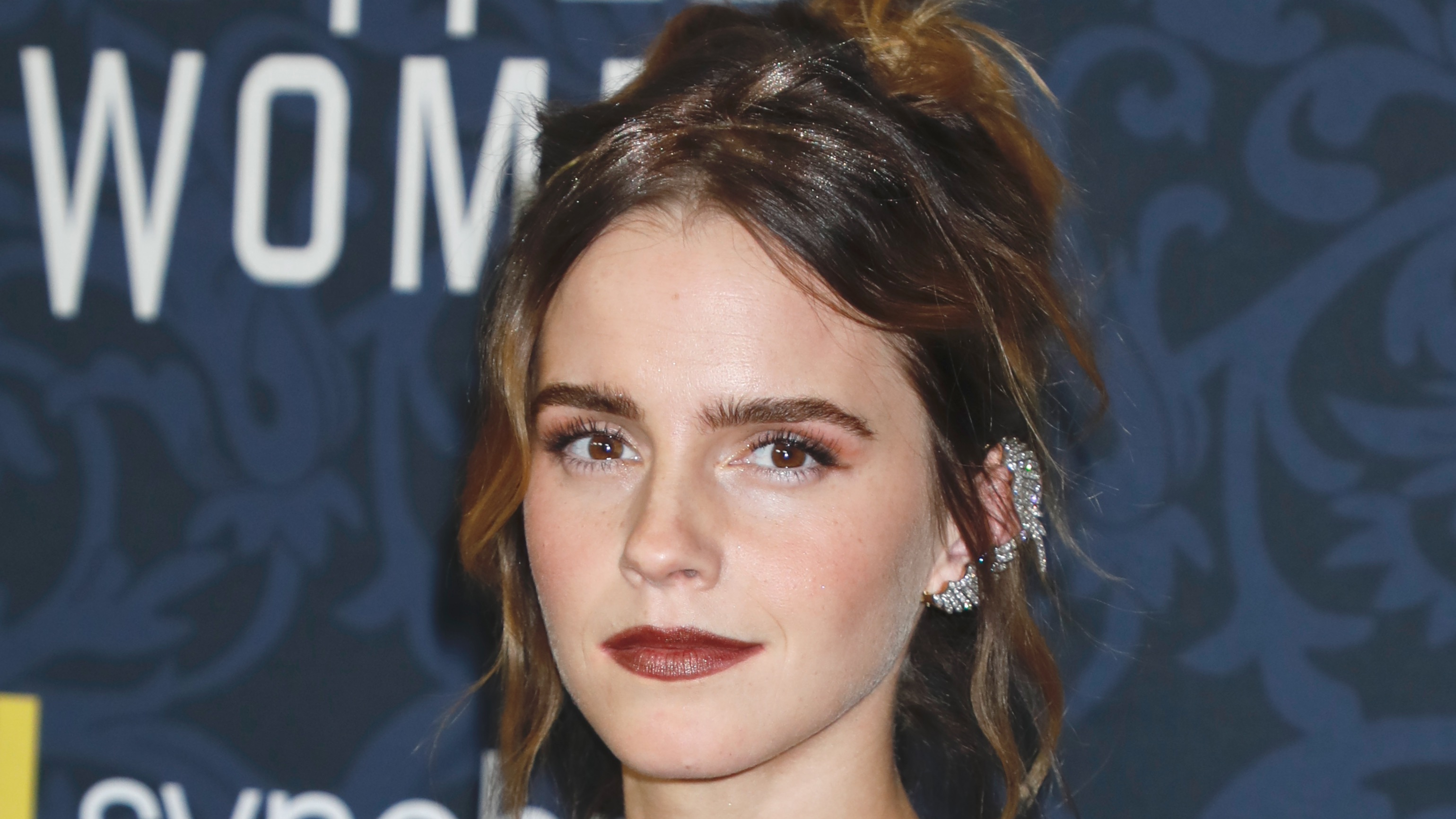 Emma Watson Weighs In On Controversial J K Rowling Tweets Deadline