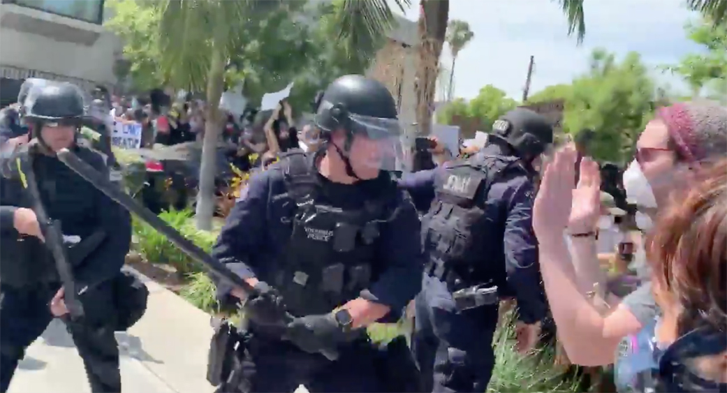 Lapd Video Surfaces Of Officers Hitting Protesters During Fairfax Protest In L A Deadline