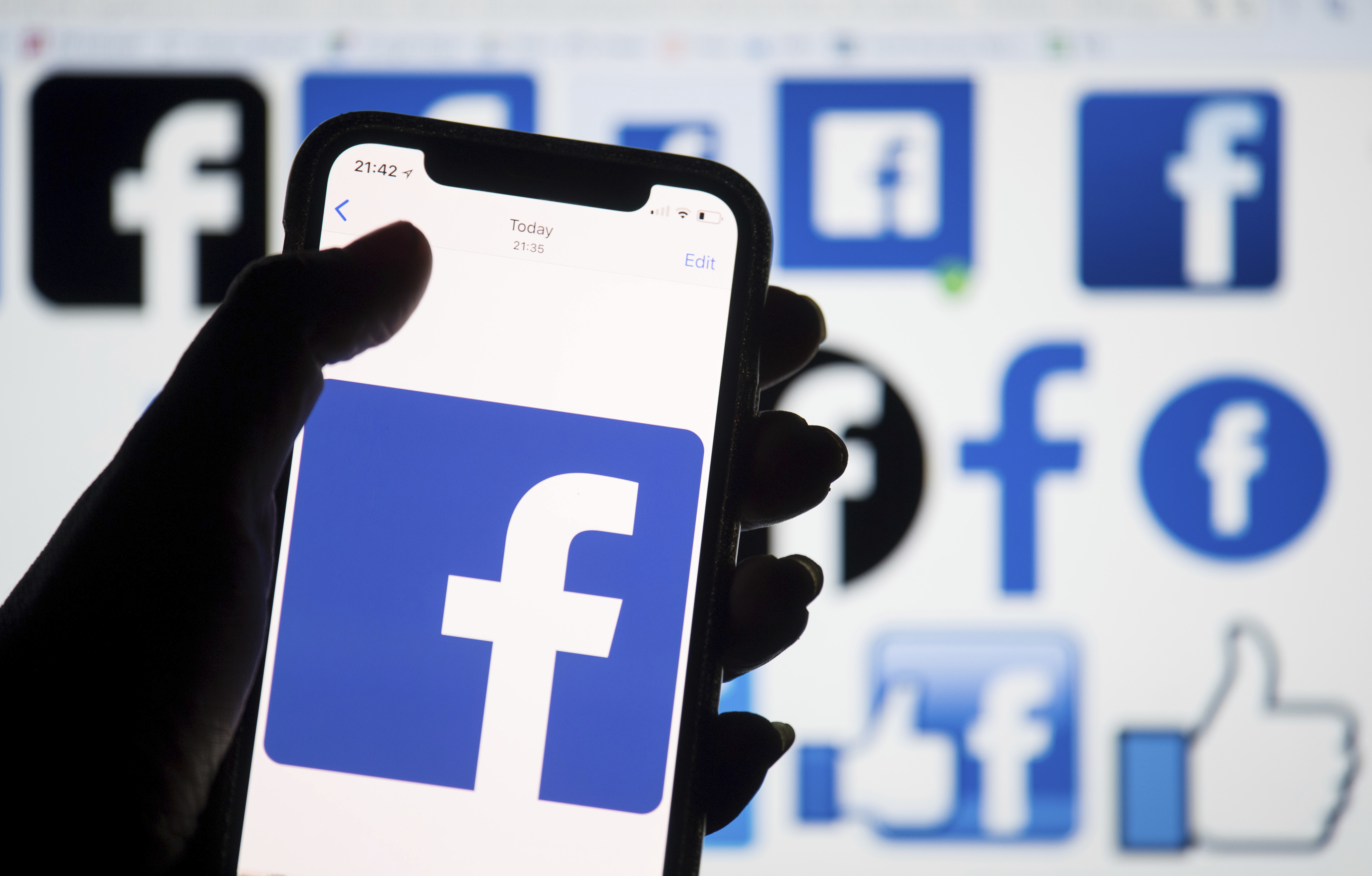 Facebook Says It Won T Take Political Ads Week Before Election Deadline