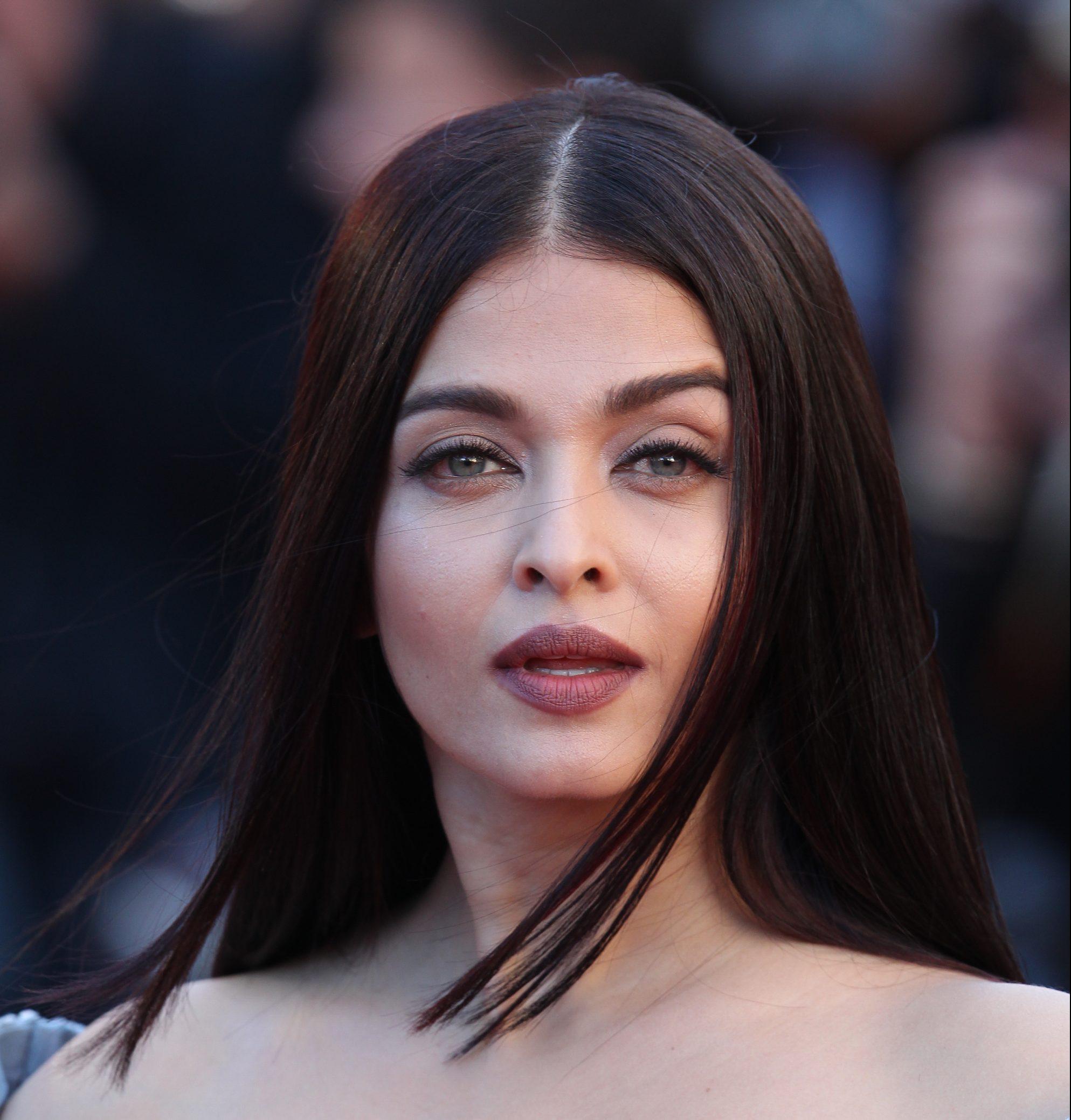Bollywood Superstar Aishwarya Rai Bachchan In Hospital With COVID-19 –  Deadline