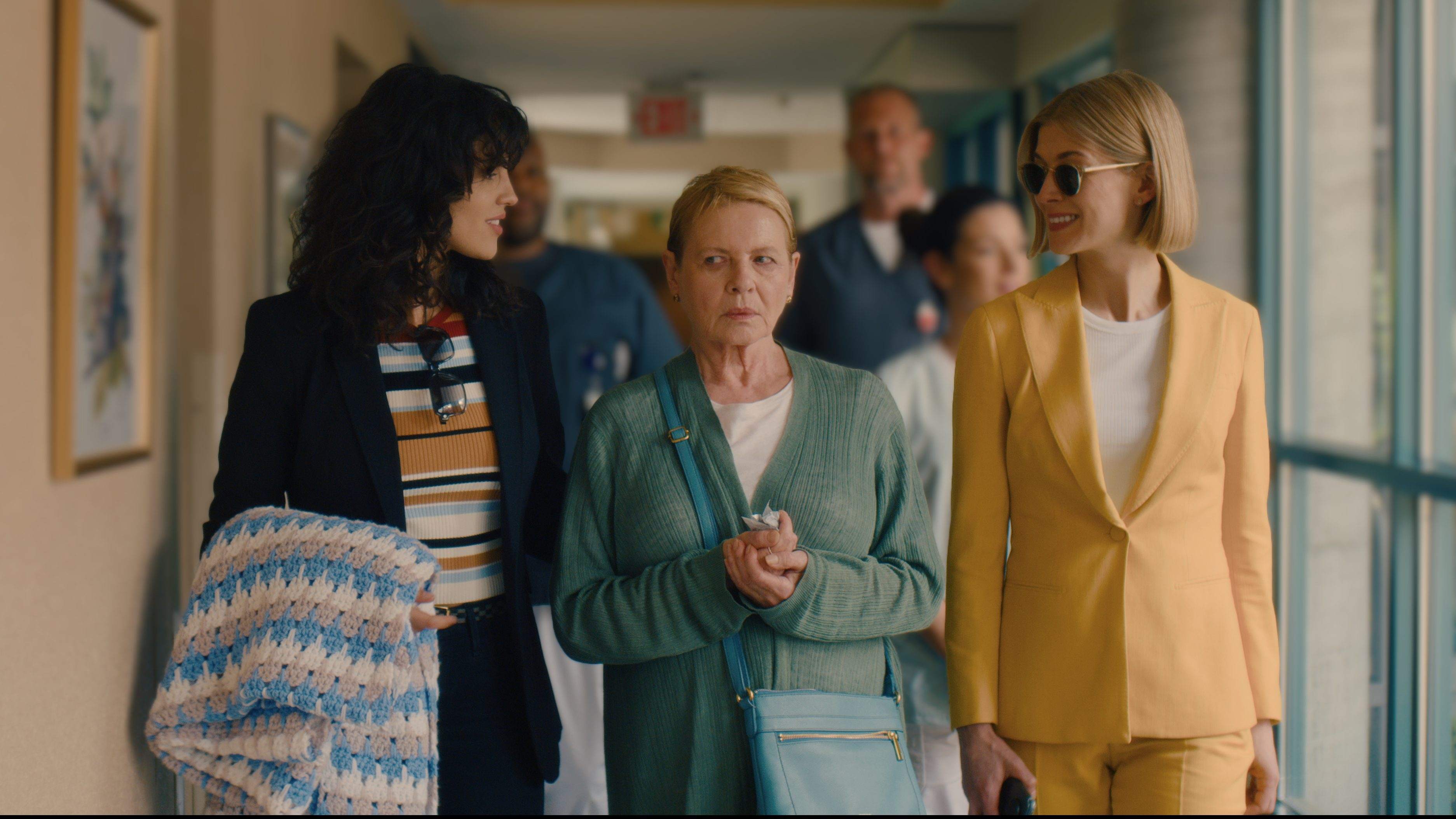 Rosamund Pike Equates Resonance Of Netflix's 'I Care A Lot' To 'Gone Girl' – Golden Globes Backstage