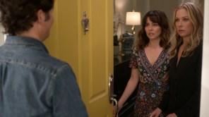 Linda Cardellini in 'Dead to Me'