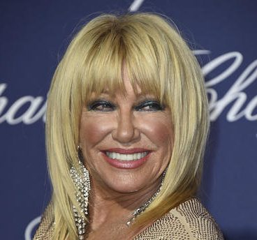 Suzanne Somers Calmly Talks To