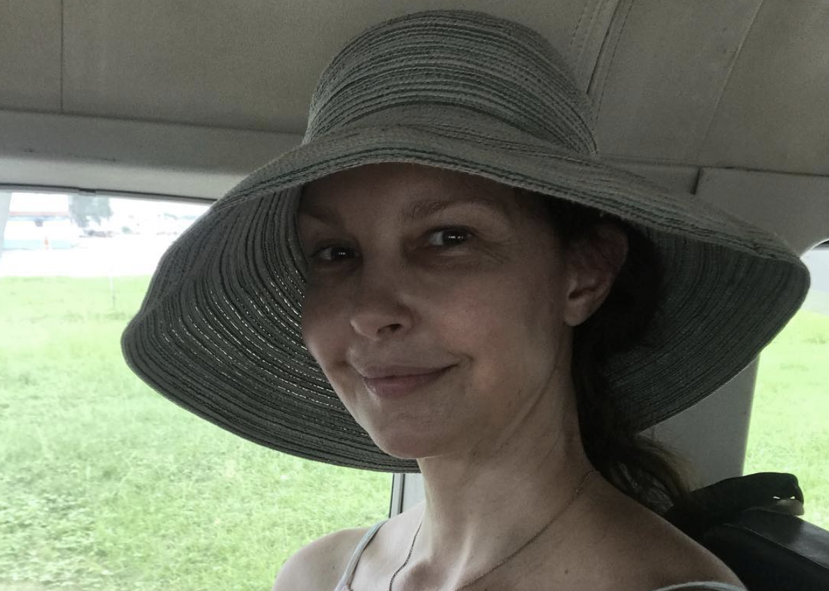 Ashley Judd treks the Swiss Alps almost six months after breaking her leg four places.
