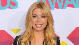 "'iCarly's Jennette McCurdy Explains Why She No Longer Acts, Talks ""Embarrassing"" Nickelodeon Roles"