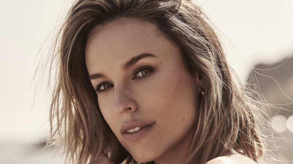 'Mortal Kombat's Jessica McNamee Signs With Hyperion.jpg