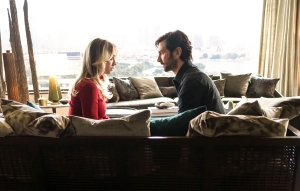 Kaley Cuoco and Michiel Huisman in 'The Flight Attendant'