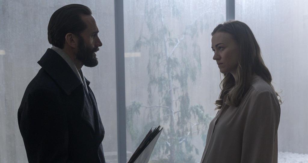 'Handmaid's Tale' Season Finale: Joe Fiennes & Showrunner Bruce Miller On That Bloody Ending, Why It Had To Happen, & What's Next For The Hulu Series.jpg