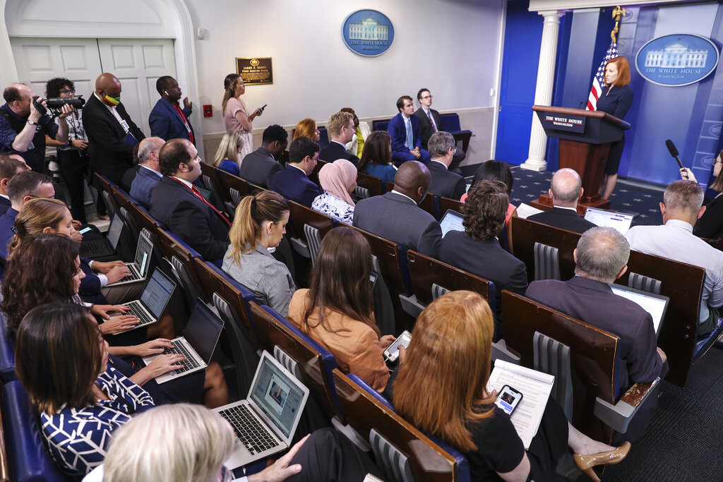 Reporters To Return To Wearing Masks At Indoor White House Gatherings.jpg