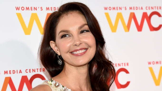 Ashley judd is walking again after shattering her leg in a freak accident while on a trip in the african rainforest. 2eju5uer4v22cm