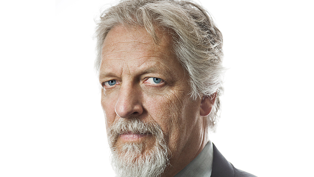 Chapter 4 'Adds Clancy Brown – News Block