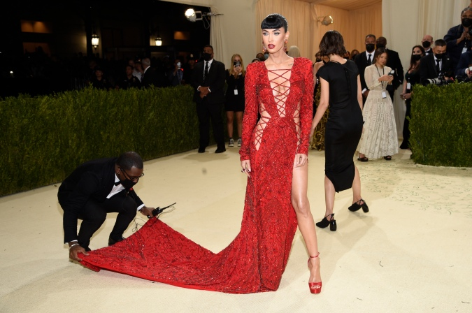 """Maskless Met Gala Scene, With Face-Covered Servers Waiting On """"Liberal Swells"""", Mocked As Double Standard By Bill Maher: """"Do The Germs Know Who The Good People Are?!"""""""