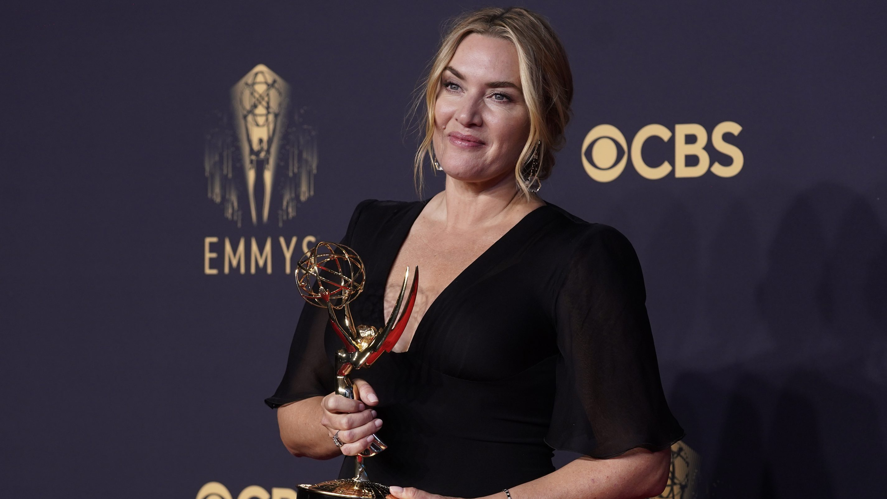 """Kate Winslet Says 'Mare Of Easttown' Is Shifting """"How Leading Ladies Are Seen""""; Emmy Winner Waiting On Season 2 Scripts"""