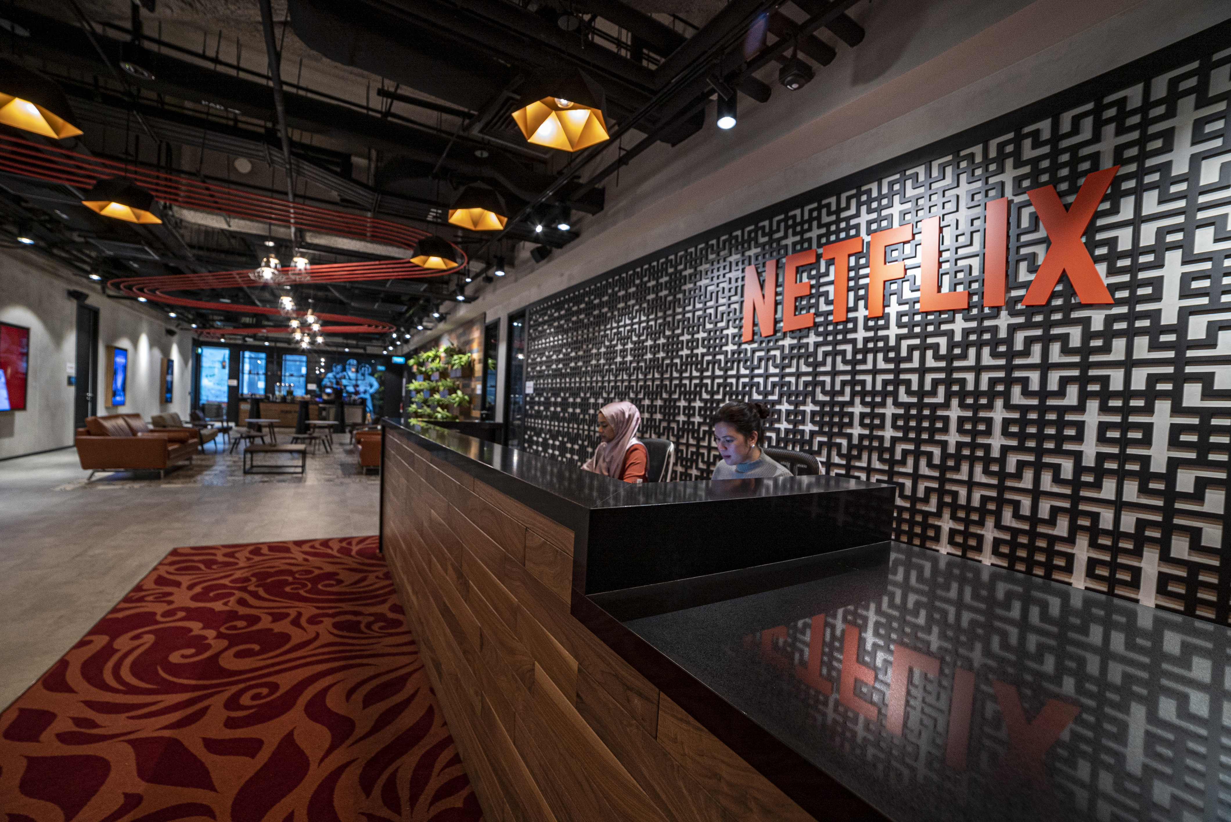 """Netflix's Reed Hastings Envisions """"Entertaining The World"""" In Chappelle-Free Q3 Earnings Call; Execs Talk Video Games, Content Spending & More"""