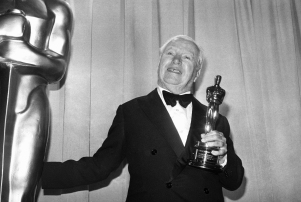 Comedian Charlie Chaplin displays Oscar he received on Monday, April 11, 1972 at the 44th annual Academy Awards ceremony at the Music Center in Los Angeles. Chaplin who left the United States 20 years ago, returned to Hollywood to accept the honorary Oscar. (AP Photo)